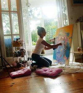Aysenur Ilkisik in her studio