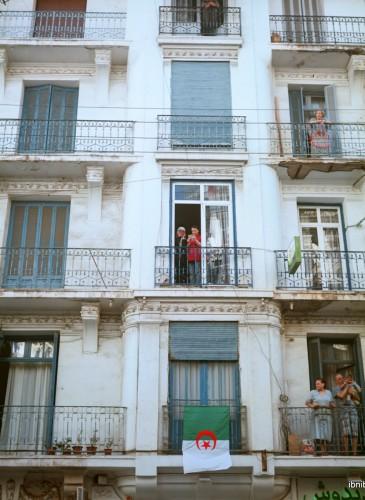 Balcons sur la rue Didouche Mourad, artère commerciale principale de la capitale