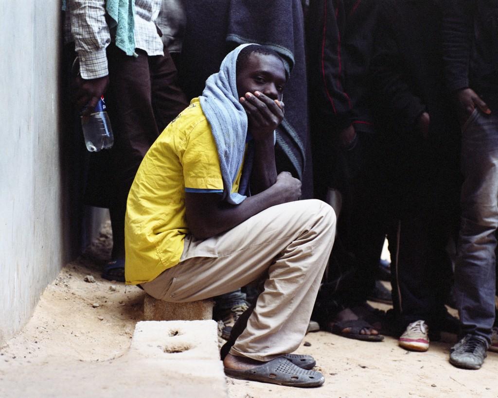 Samuel Gratacap Sans titre, Centre de détention pour migrants de Zaouia, 2014. © Samuel Gratacap Courtesy Galerie du Jour Agnès b, Paris Œuvre exposée à l'IMA