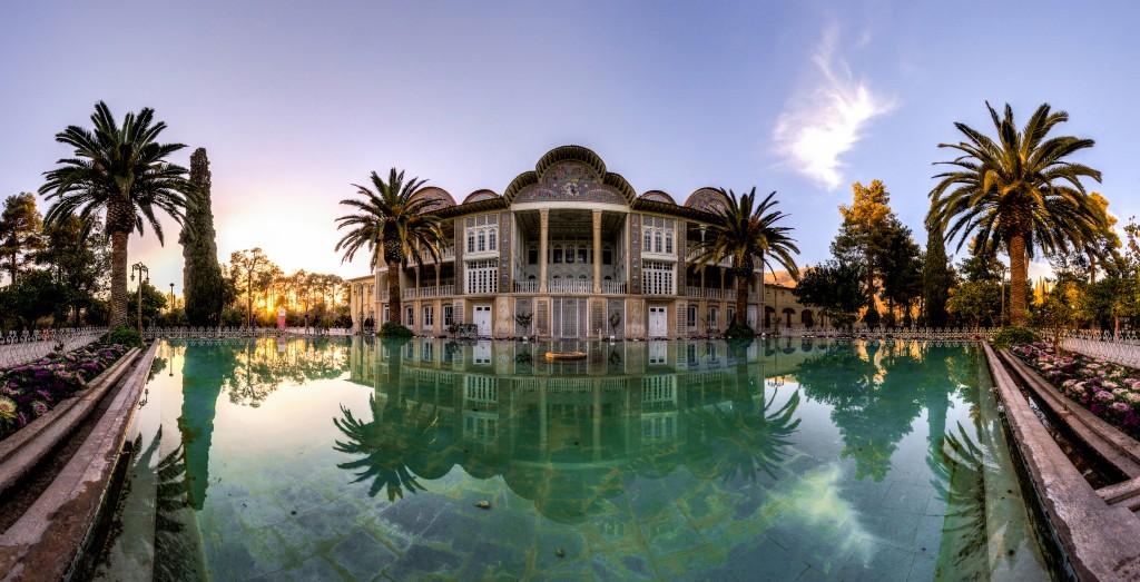 Le jardin Eram (paradis) est un jardin perse et historique à Shiraz, Iran. Le jardin est connu pour sa très belle variété d'arbres, de plantes et de fleurs. © Mohammad Reza