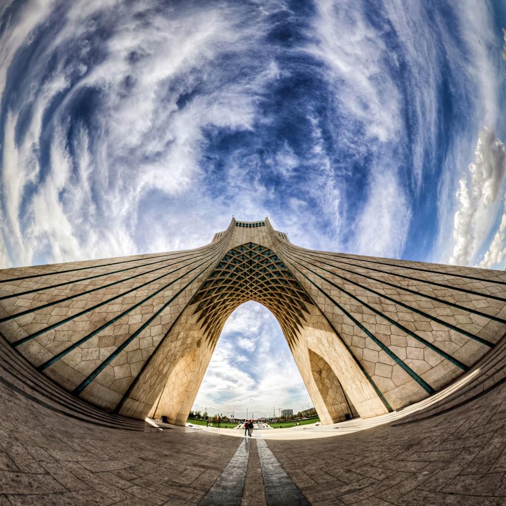 """La Tour Azadi. La Tour """"Liberté""""est un des symboles de Téhéran. Construite en 1971 pour la commémoration du 2500 ème anniversaire de L'Empire Perse. © Mohammad Reza"""