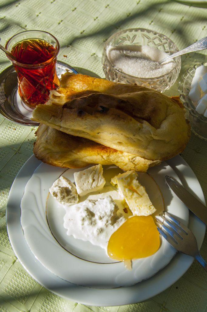 Azerbaijani breakfast, tandir bread, honey, nehre butter, cream and Azerbaijani tea © Eldar Fazraliyev